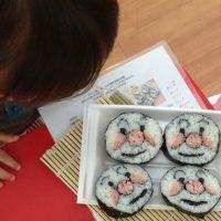 桜えびこどもプログラム!桜えびとしらすで飾り巻き寿司!
